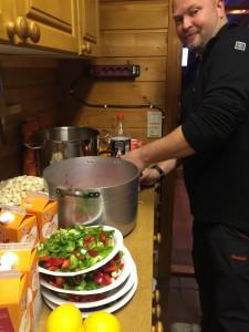 Lars vår gourmet-kokk sørget for at Villsvingryten falt i smak i samtlige ganer. Eller som han så fint sa det: 50 mann kan ikke ta feil !